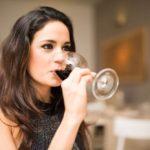 【下戸キャバ嬢】お酒が飲めないキャストがお酒を勧められたときの対処法とは?