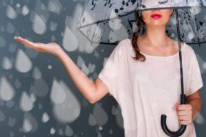 【キャバ嬢の戦術】客足が遠のく雨の日、有効打となるアプローチ方法とは?