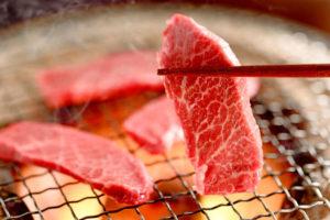 【同伴で焼き肉】モヤッとした臭いや、ニンニク臭を消す方法とは?