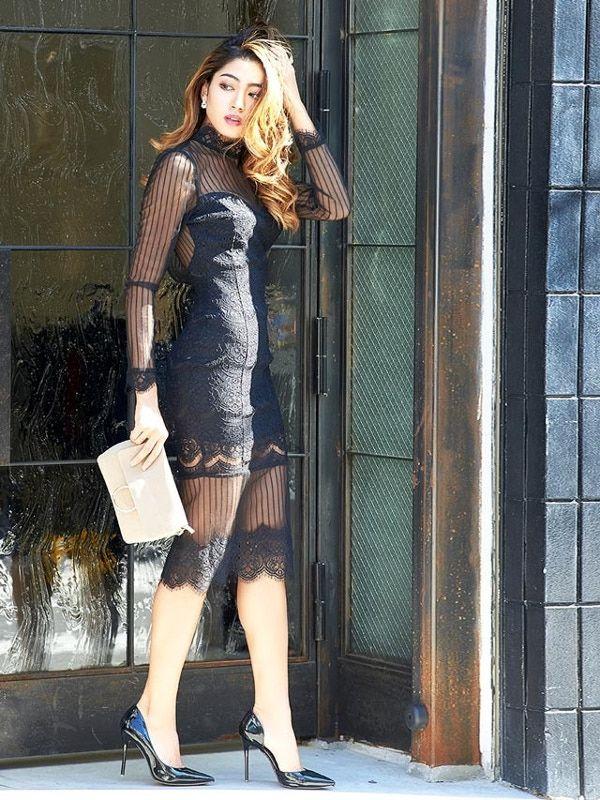 【スナックのお仕事】20代女性の服装|純情無垢の白or魔性の黒