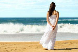 【キャバ嬢の都市伝説】場内指名30%増しのキャバドレスは白色説
