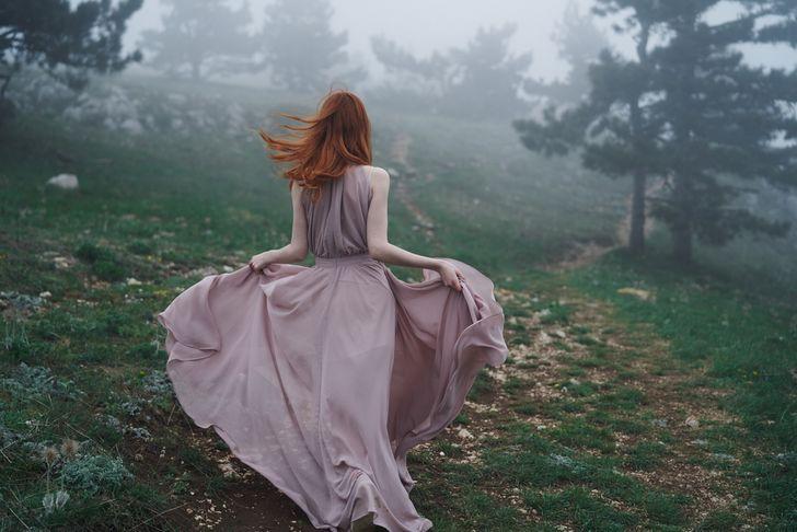 【キャバドレス激安通販】ロングドレスは高ヒールで身長を稼ぎ、颯爽とした歩き方を習得